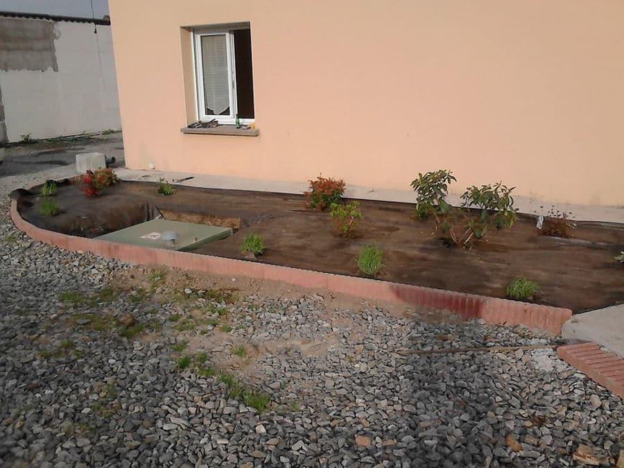 Travail De Paysagiste Sur Un Jardin à St Nazaire